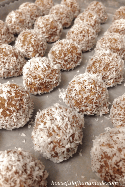 Simple 5-Ingredient Peanut Energy Bites from Houseful of Handmade.
