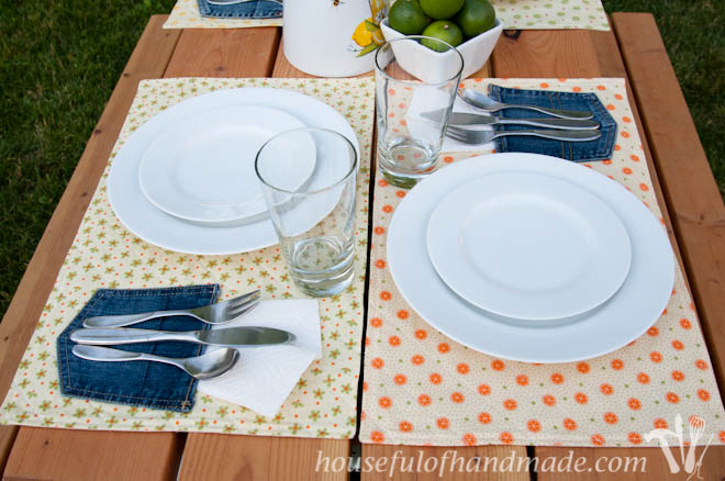 Easy picnic placemats with a napkin pockets make eating outside a breeze! Tutorial on Houseful of Handmade.
