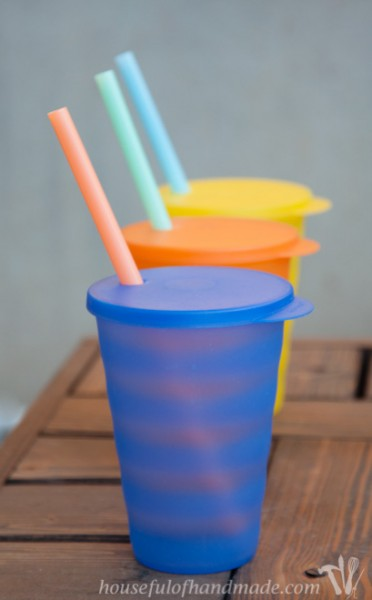 A super simple way to make smoothie cups to-go.