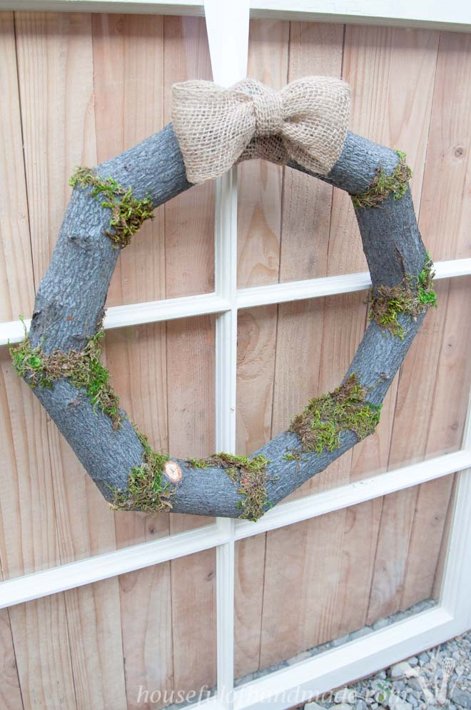 The perfect rustic wreath for fall. Bring all the beauty of the woods home. Tutorial on Houseful of Handmade.