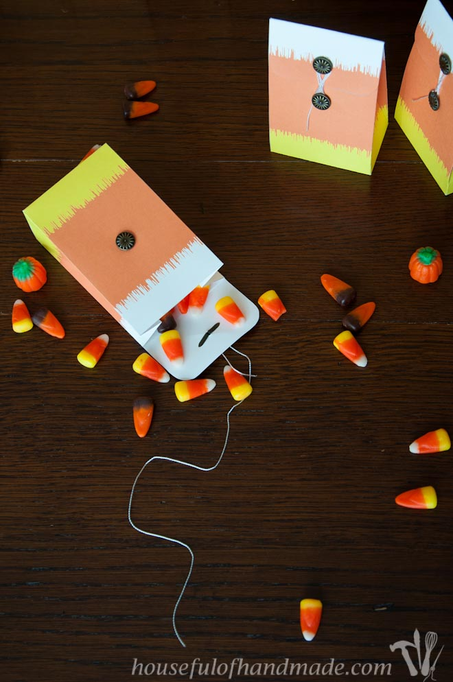 For an easy to put together fall treat, grab one of these free printable Ikat candy corn treat bags from Houseful of Handmade.