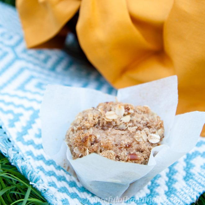 Cinnamon Pear Muffins with Oatmeal Crumble