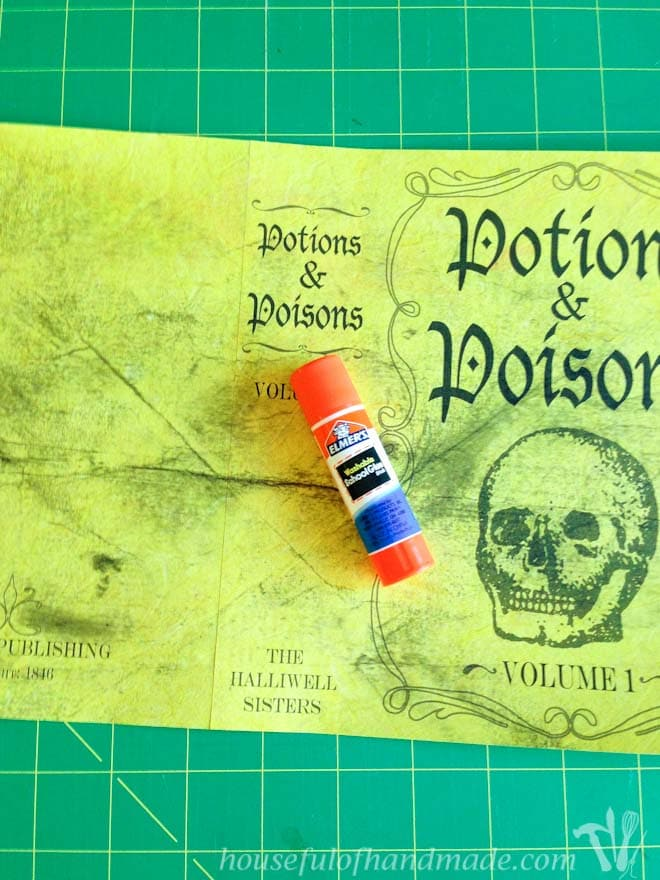Easily assemble these free printable Halloween book covers with basic supplies. Housefulofhandmade.com