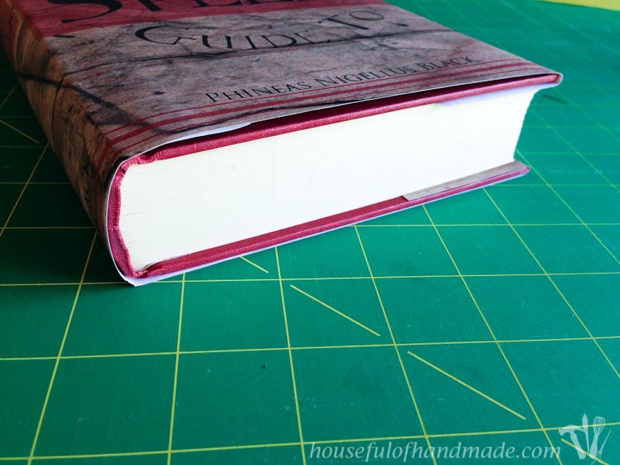 Create these amazing book sleeves for your Halloween decor. I love these free printable Halloween book covers! Housefulofhandmade.com