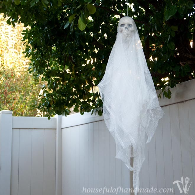Easy $3 Spooky Skull Ghosts DIY