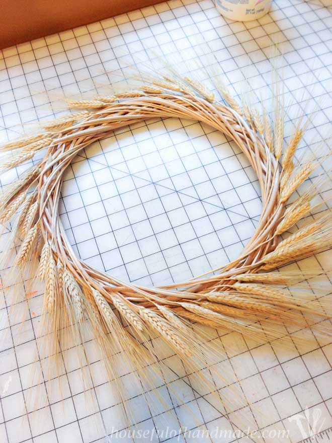 A great easy wreath for welcoming fall. Tutorial from Houseful of Handmade.