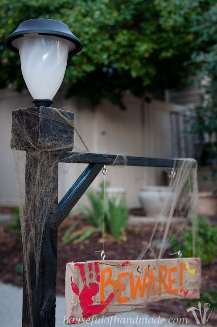 Add some Halloween flair to you front yard with this Halloween lamppost. A spooky sign and inexpensive solar light make this an easy build for a beginner. Tutorial from housefulofhandmade.com.