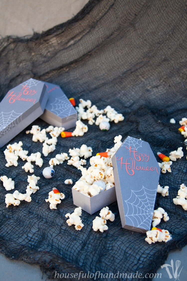 Send someone you love a spooky treat with these free printable coffin treat boxes. Perfect for Halloween treats and tricks! Download the free printable today. | HousefulofHandmade.com