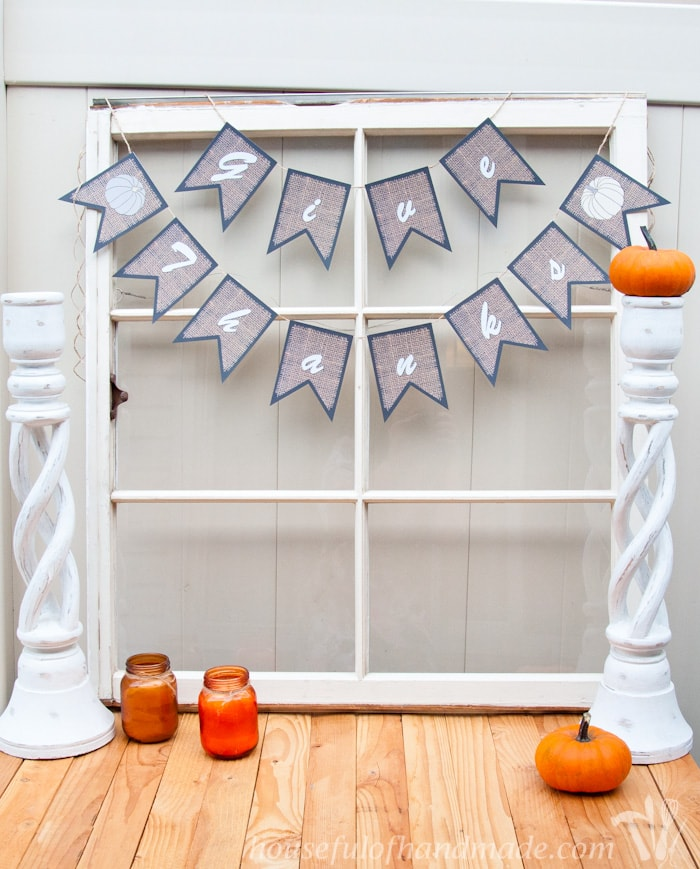 Don't forget to give Thanksgiving it's time with these super easy free printable burlap Thanksgiving banners. Two colors and sayings to choose from. | HousefulofHandmade.com