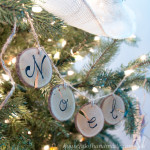 I love wood slice ornaments. Help them make a statement on your tree with these easy wood slice ornament banners. Beautiful and rustic. | Housefulofhandmade.com