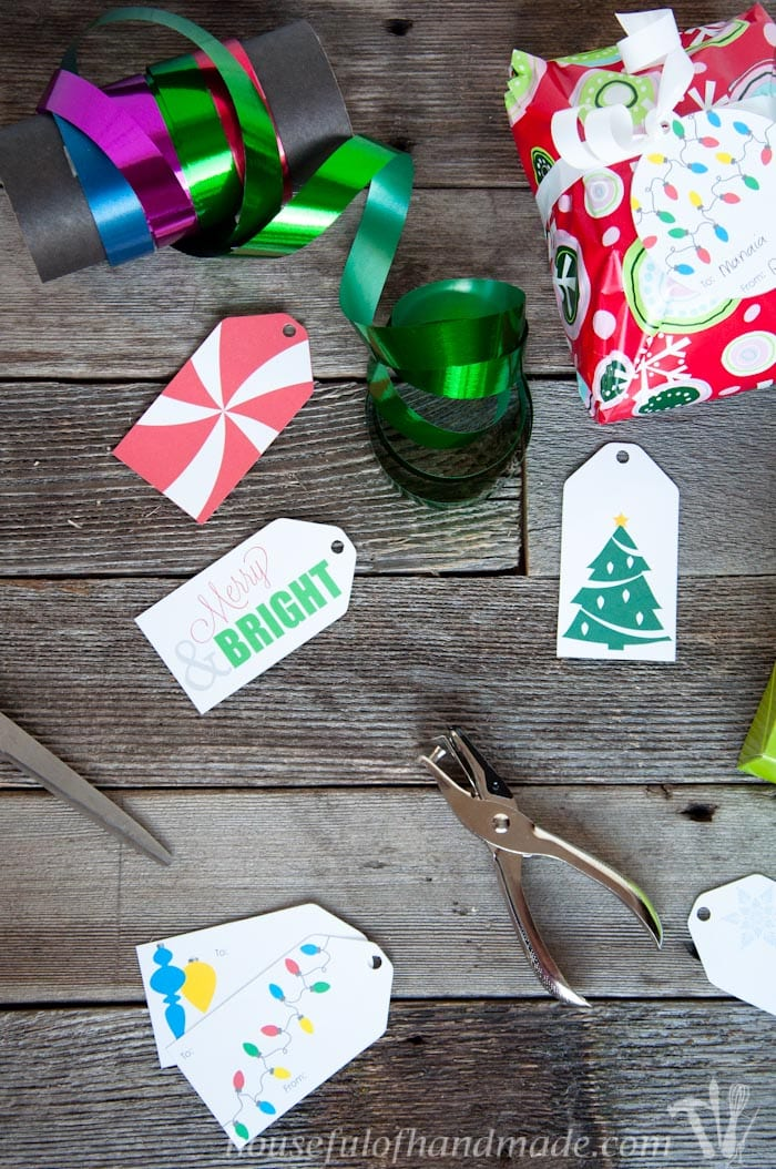 For last minute Christmas wrapping, download these adorable free printable Christmas gift tags.