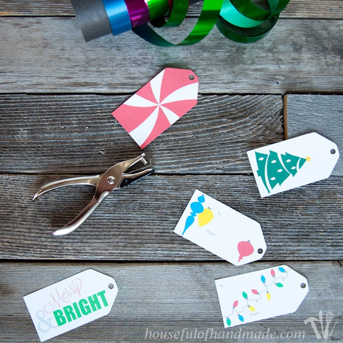 For last minute Christmas wrapping, download these adorable free printable Christmas gift tags. | Housefulofhandmade.com