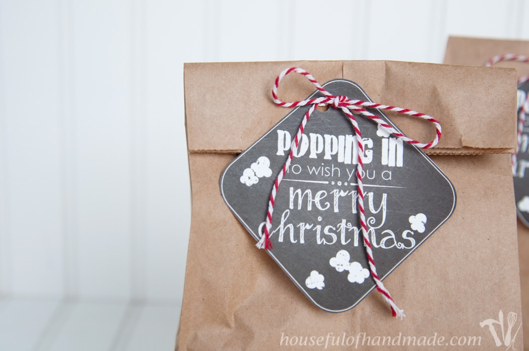 Free printable gift tags for giving out popcorn for Christmas.