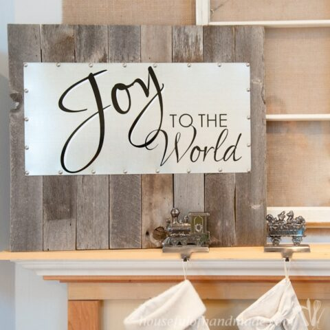 I love this sign! Make a beautiful reclaimed wood and steel Christmas sign that you can quickly change out your message for the next holiday! | Housefulofhandmade.com