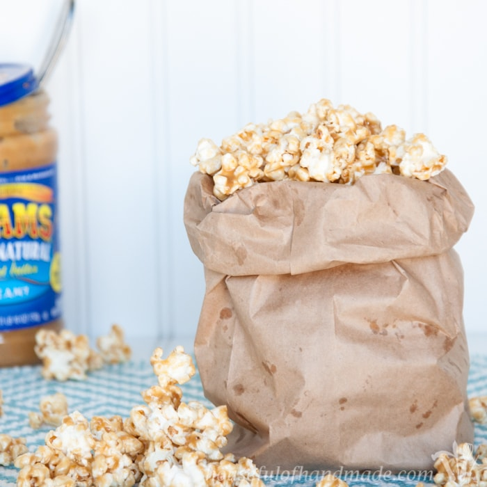 This is the best caramel popcorn ever! I love the sweet, nutty, and slightly salty flavor of this chewy peanut butter caramel popcorn. Day 1 of 14 days of popcorn. | Housefulofhandmade.com