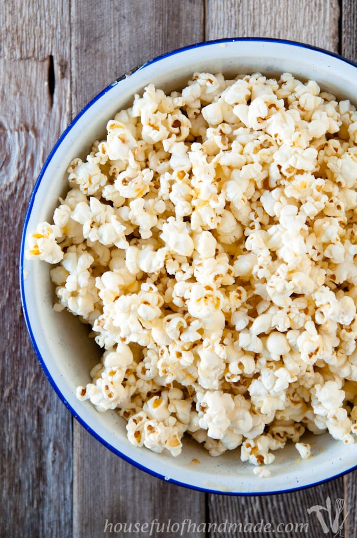 For something super easy and absolutely delicious, you have to try this Brown Butter & Honey Popcorn. The brown butter adds a rustic nuttiness to the popcorn and the honey adds a little sweetness. | Housefulofhandmade.com