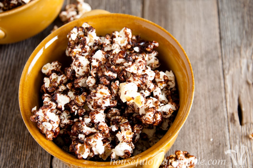Can't decide between chocolate and caramel? You don't have to with this delicious, chewy dark chocolate caramel popcorn. | Housefulofhandmade.com
