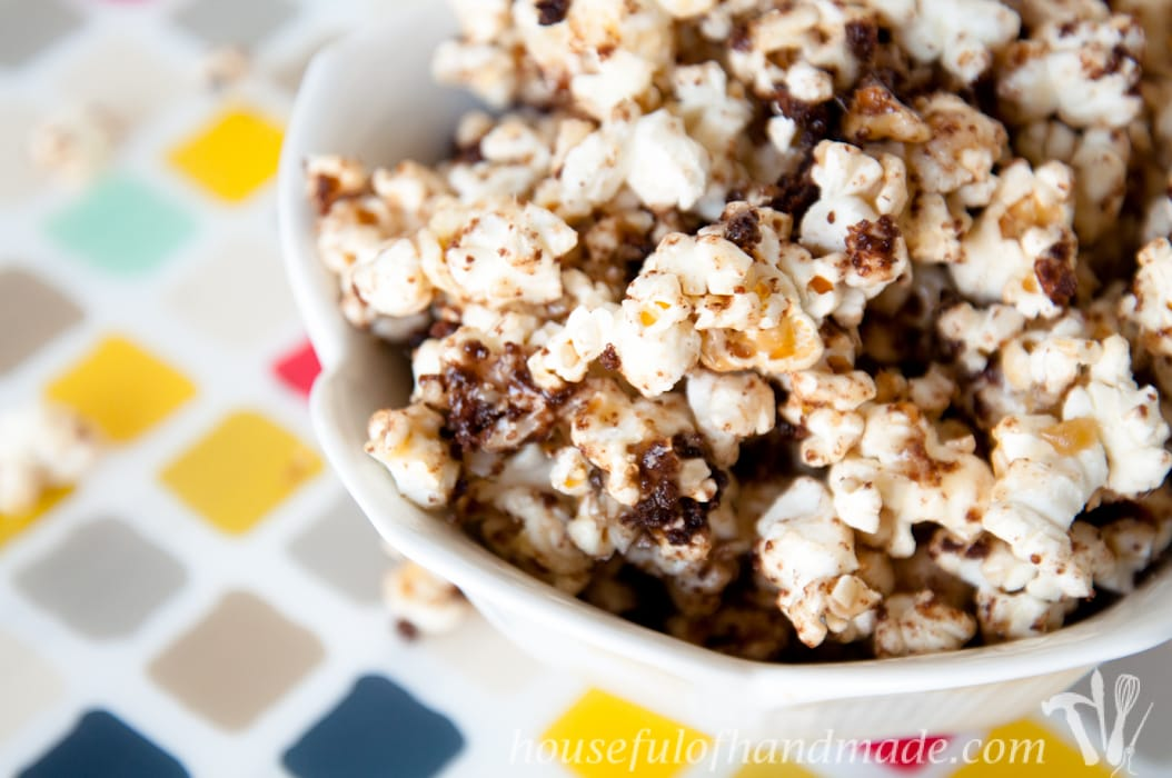 Caramel popcorn with coconut, pecans, and chocolate, what more could you want? This German Chocolate Cake Caramel Popcorn is the perfect fix for your sweet tooth.   HousefulOfHandmade.com