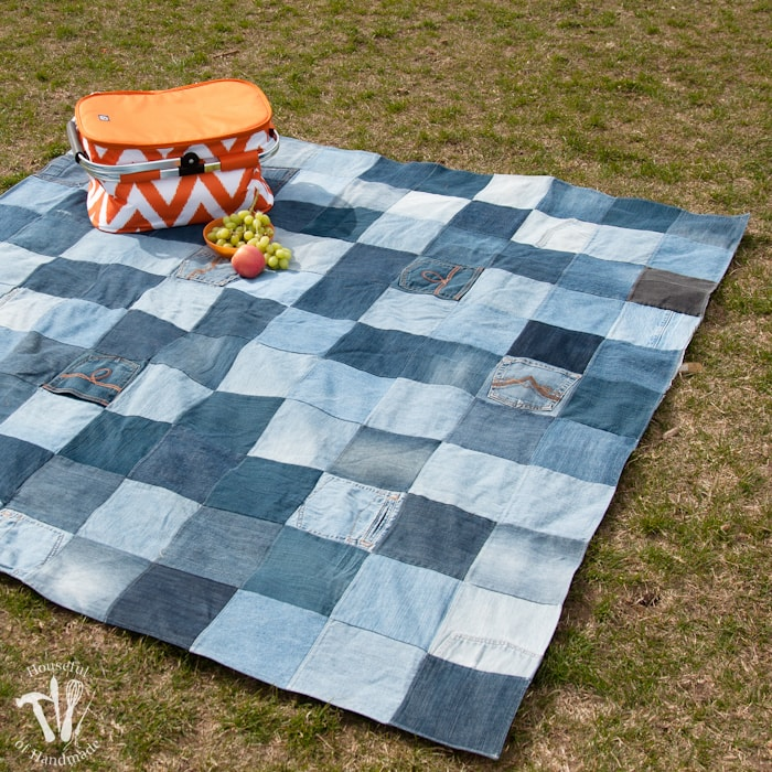This is the best picnic blanket ever! Make and Easy Water-Resistant Upcycled Jeans Picnic Blanket from your old jeans. It makes a super sturdy picnic blanket for the spring and summer. | Housefulofhandmade.com