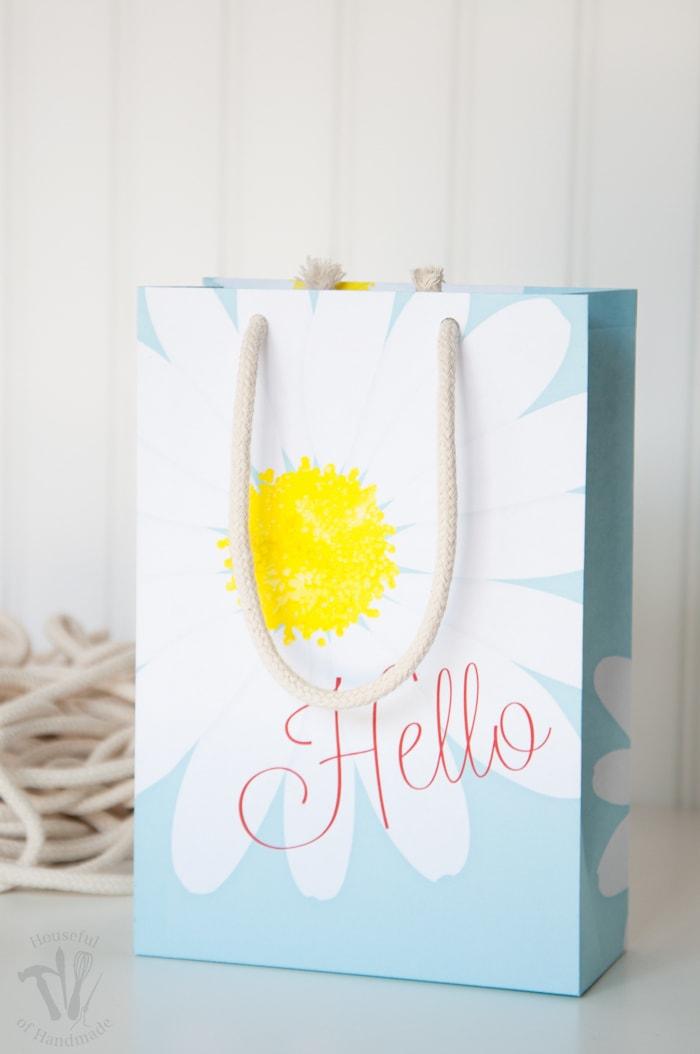 Free Printable Daisy Gift Bags - a Houseful of Handmade