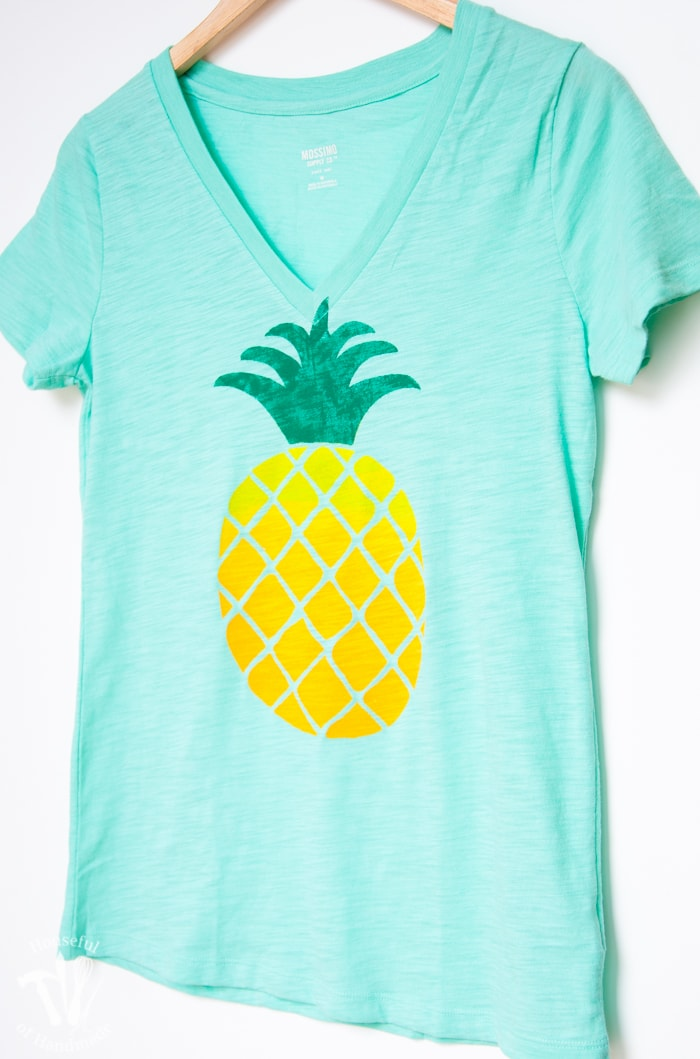 The perfect shirt for summer. See how I made this ombre pineapple screen print tee with a cheater, no-fail, screen print method that's easy to do. | Housefulofhandmade.com