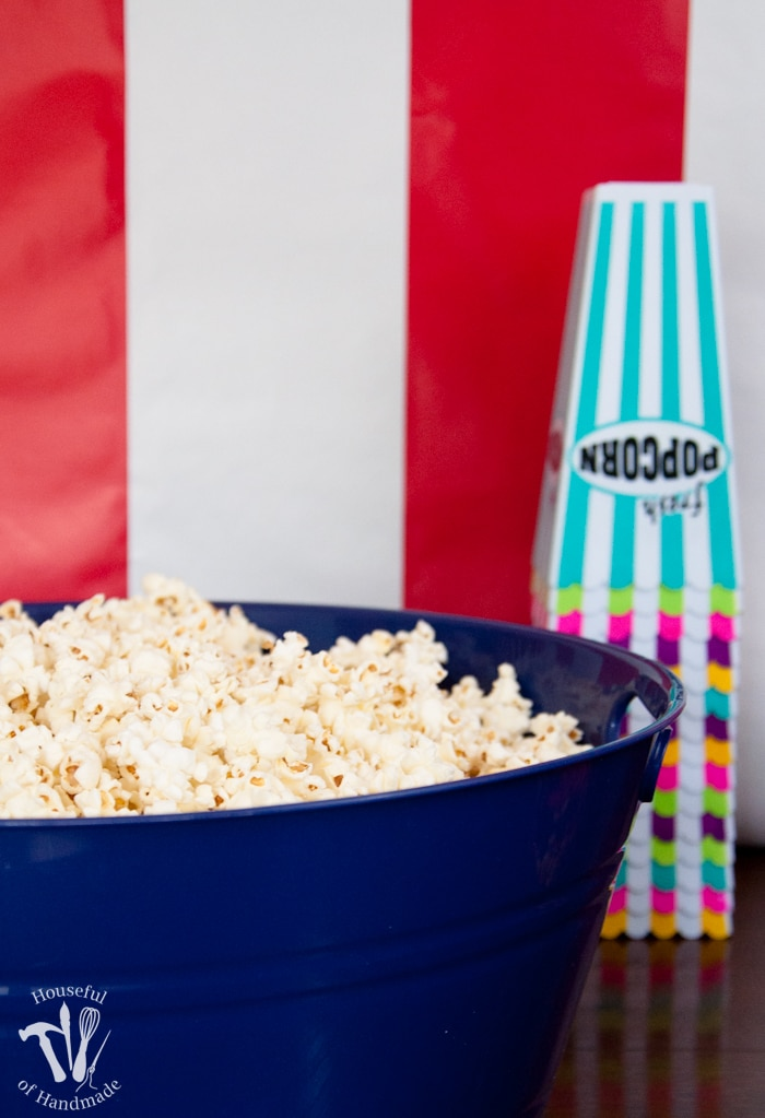Throw an epic Movie Theatre themed birthday party without all the hassle! Classic movie theatre marque look with concessions and free printables to help you out. Housefulofhandmade.com