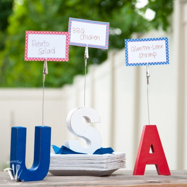 Make your 4th of July barbecue festive with these easy to make 4th of July food place card clips. Includes a free printable patriotic food cards. | Housefulofhandmade.com
