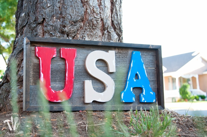 I love patriotic decorations for summer! You can make this easy DIY rustic USA wood sign for your 4th of July decor in just a few hours. Tutorial from Housefulofhandmade.com
