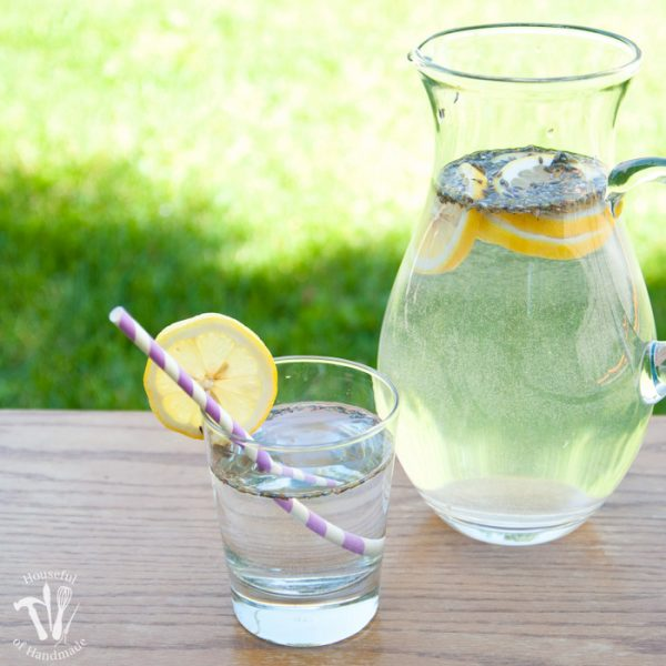 Turn your lemon water into something extra special. This lavender lemon water recipe is the perfect refreshment for a hot afternoon, Sunday brunch, or rustic wedding.   Housefulofhandmade.com