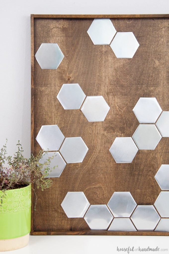 I love this idea for art! Use a combination of wood and metal to make a statement home decor piece. This DIY metal hexagon wall art is the perfect way to add design to your home on a budget. | Housefulofhandmade.com