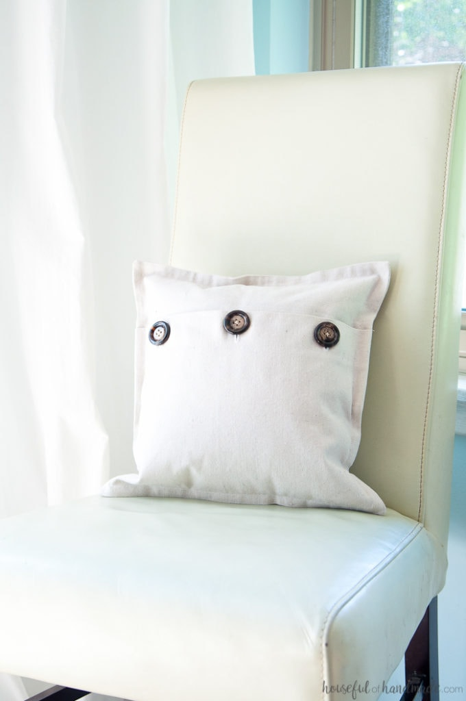 I love using drop cloth for farmhouse style pillows. This easy drop cloth pillow cover tutorial is the best way to add lots of throw pillows to your rustic decor. | Housefulofhandmade.com