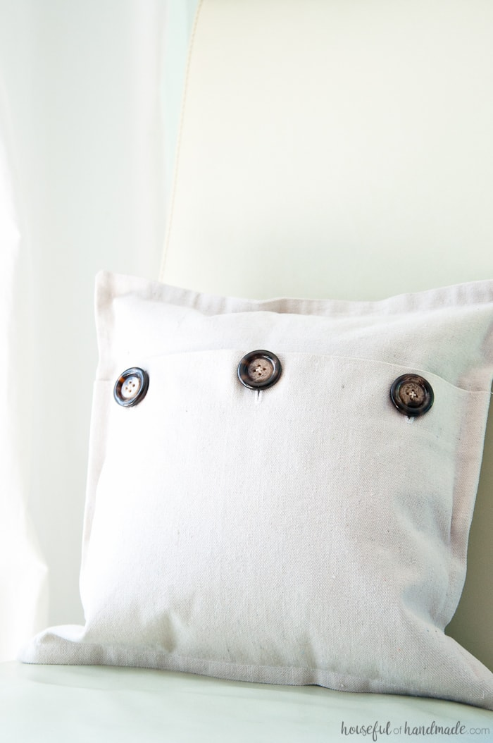 I love using drop cloth for farmhouse style pillows. This easy drop cloth pillow cover tutorial is the best way to add lots of throw pillows to your rustic decor.   Housefulofhandmade.com