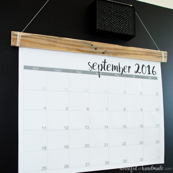 This is a great idea for my command center! Make a DIY giant rustic wall calendar with these free printable calendar pages. Learn the trick for how to print them on a budget for the perfect way to stay organized this school year.   Housefulofhandmade.com