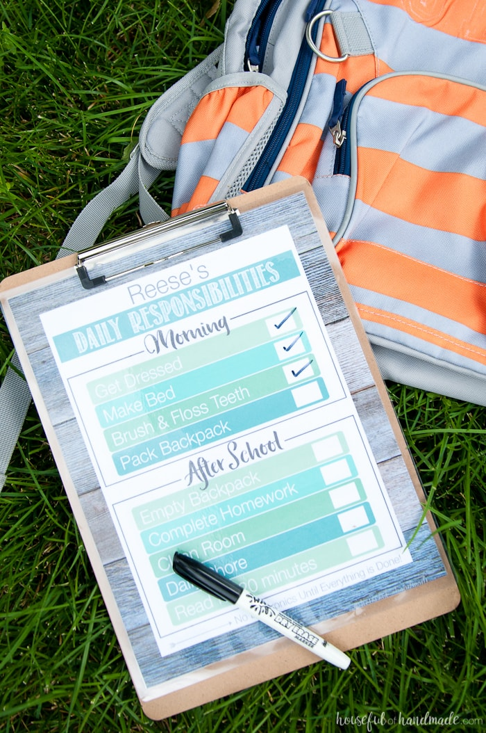 These are my favorite chore charts! Stay organized during the school year with these free printable daily chore charts for your kids. Includes a daily checklist to help them remember all the tasks they need to do and has a daily chore sheet to keep the house clean. | Housefulofhandmade.com