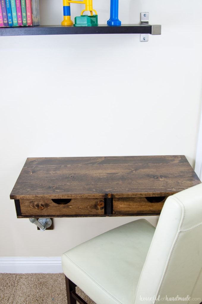 Create the perfect homework space with this easy to build desk. This easy rustic industrial wall-mounted desk can be added in any small space. Get the free build plans today! | Housefulofhandmade.com