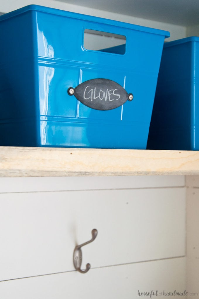 Make these easy DIY chalkboard organizing labels in just minutes. Housefulofhandmade.com    Organization Hacks   Organizing ideas   Chalkboard labels   Storage Bins   Dollar Store Bins   Storage Ideas   DIY Labels   Spellbinders   Die Cutting   Paper crafts