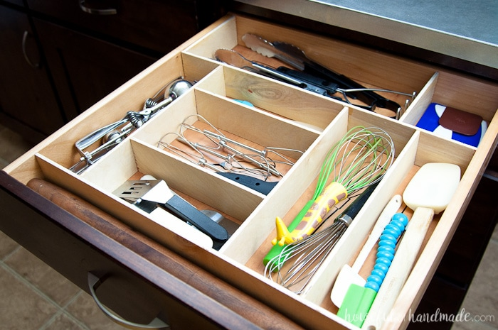 Organize your kitchen drawers and keep them organized with these fun kitchen utensil drawings. Includes free cut file for vinyl decals. housefulofhandmade.com | Silhouette Cameo | Vinyl Decal | Free Silhouette File | Kitchen Drawer Organization | Kitchen Utensil Organization | DIY Drawer Organizer | Wood Drawer Organizer | Custom Kitchen Organizer