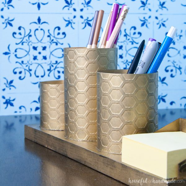 I love this painted brass DIY desk organizer to keep your favorite things organized on your desk. This organizer is made to look like brass with a beautiful chicken wire pattern, but you will never guess what it is actually made out of. Housefulofhandmade.com   Spellbinders   Embossing Plate   Brass Spray Paint   Paper Crafts   Desk Organization   Pencil Holder   Chic Desk Accessories   Farmhouse