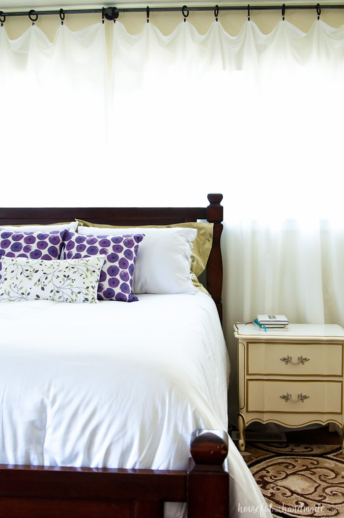 Update your master bedroom for summer with these easy tips. It doesn't have to take a lot of time or money to have the perfect summer bedroom. Housefulofhandmade.com