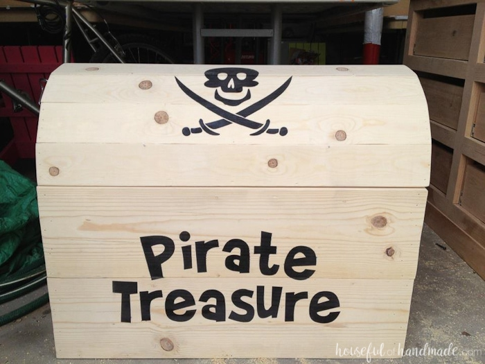 Build the perfect outdoor toy storage. This DIY treasure chest toy box is big enough to store lots of toys and looks awesome. Free build plans from Housefulofhandmade.com | Silhouette Creator's Challenge | Woodworking Plans | Pirate Treasure Chest | How to Build a Treasure Chest | Outdoor Storage Ideas | Toy Storage IdeasBuild the perfect outdoor toy storage. This DIY treasure chest toy box is big enough to store lots of toys and looks awesome. Free build plans from Housefulofhandmade.com | Silhouette Creator's Challenge | Woodworking Plans | Pirate Treasure Chest | How to Build a Treasure Chest | Outdoor Storage Ideas | Toy Storage Ideas