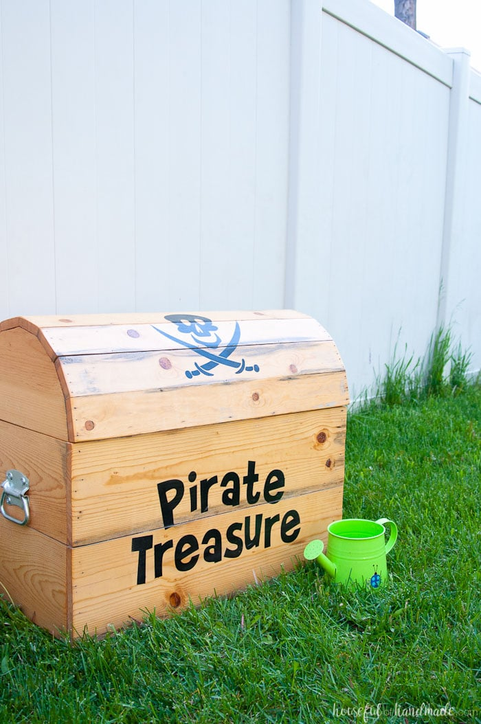 Exceptionnel Build The Perfect Outdoor Toy Storage. This DIY Treasure Chest Toy Box Is  Big Enough