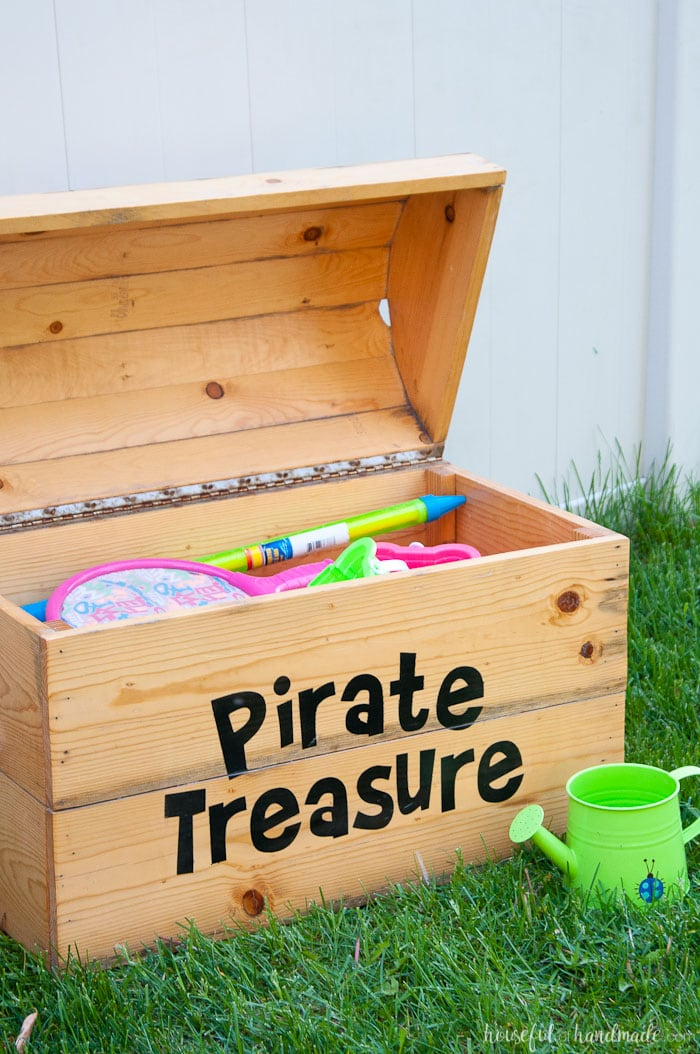 Diy treasure chest toy box a houseful of handmade Build your own toy chest
