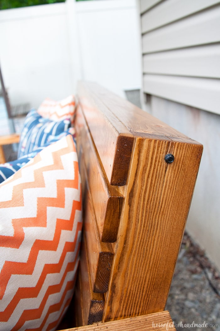 Get ready to spend time outside with these Slatted Outdoor Sofa Build Plans. This outdoor seating is beautifully built with mostly 2x4s, but looks much more expensive. It features slatted seat that can be used with or without sofa cushions. The beautiful lines of the legs are inspired by classic Adirondack chairs. Housefulofhandmade.com   Free woodworking plans   Kreg Pocket Holes   Outdoor Bench   DIY Patio Furniture   Rustic Outdoor Sofa   DIY Outdoor Sofa