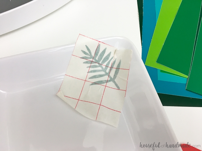 Turn boring white dishes into fun festive dishes with this 10 minute DIY dish decoration hack. Create fun dishes for summer barbecues or any event or season. Your new decorative dishes will be ready in no time so you can get to entertaining your friends. Housefulofhandmade.com   How to Make Decorative Trays   DIY Serving Dishes Decor   Decorative Dishes DIY   Spellbinders Crafts   Easy Entertaining Ideas   10 minute crafts   Entertaining Hacks