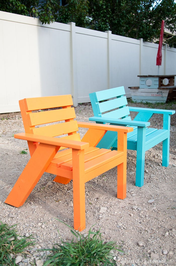 Create the perfect backyard seating with these Easy DIY kids patio chairs. The chairs are & 28 DIY Outdoor Furniture Projects to get Ready for Spring - Houseful ...