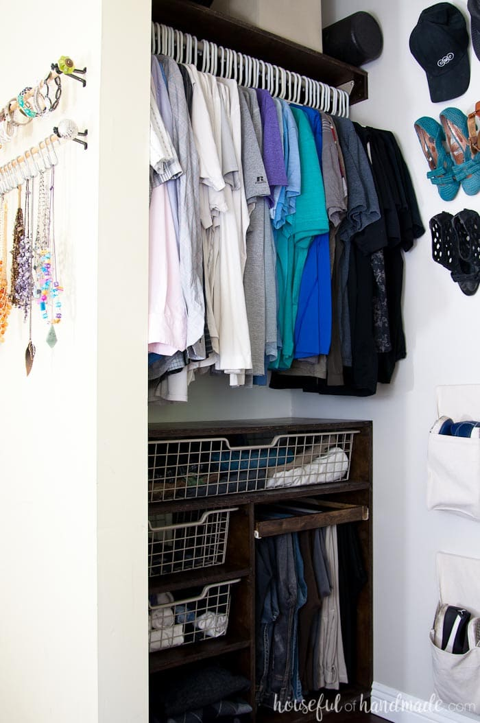 Create a perfectly organized walk in closet on a budget with these easy to build plywood closet organizers. Housefulofhandmade.com