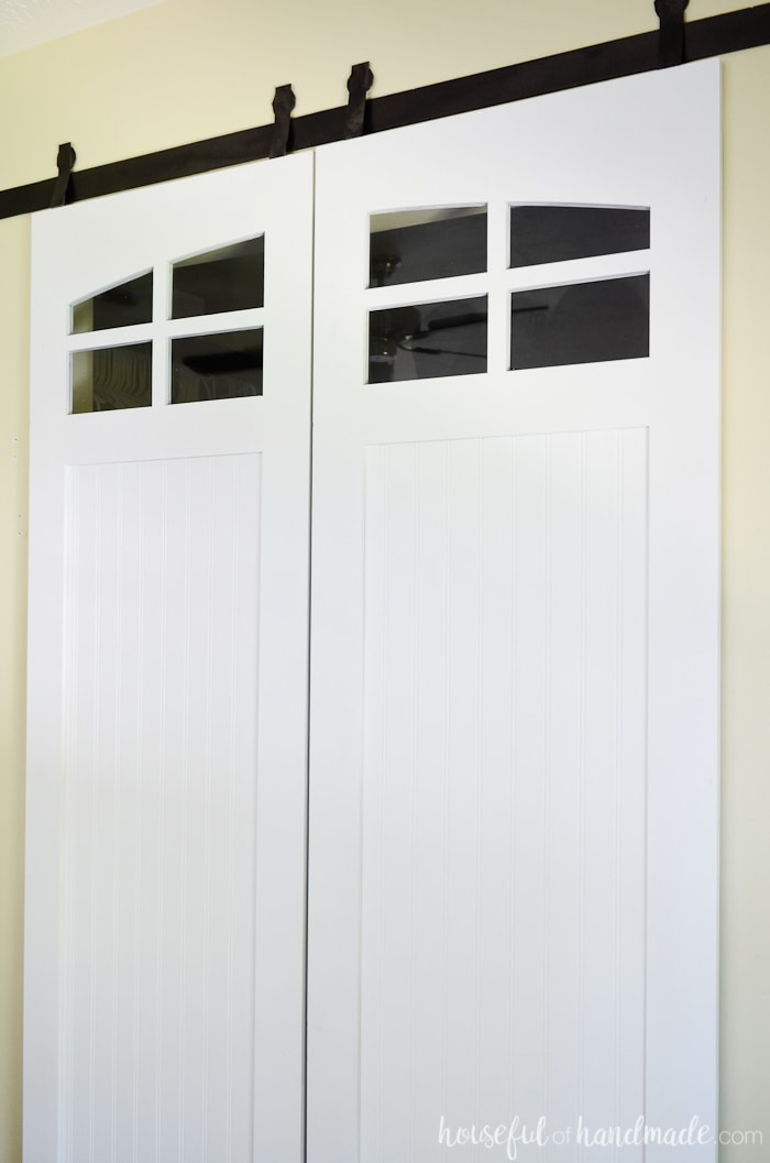 These beautiful barn doors with farmhouse windows are perfect for the closet. The sliding barn doors build plans are available from Housefulofhandmade.com