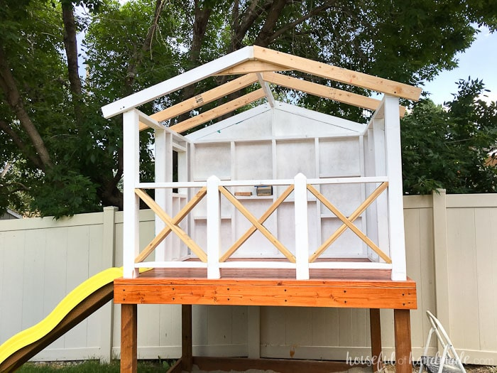 Complete your DIY playhouse with an easy to build roof. Housefulofhandmade.com