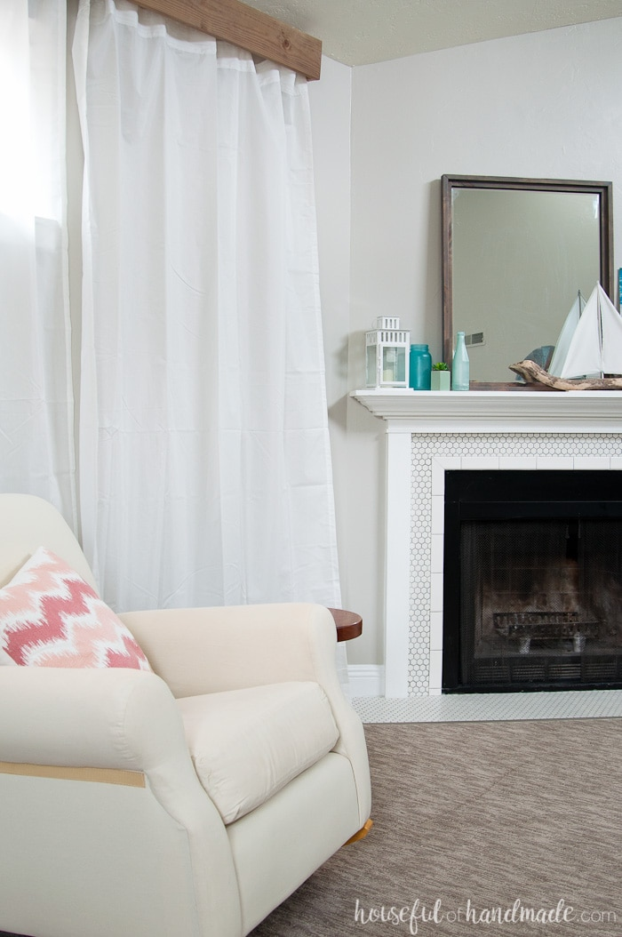 I love this room and the beautiful wood window valance DIY! Housefulofhandmade.com