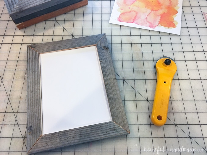 Reclaimed wood picture frames are perfect for creating rustic fall decor. Housefulofhandmade.com